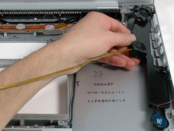 """MacBook Pro 17 """"Mô hình A1151 A1212 A1229 và A1261 – Thay thế loa phải"""