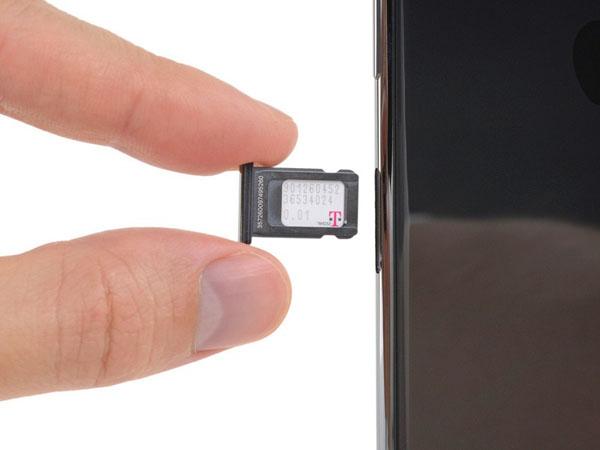 Thay thế thẻ SIM cho iPhone XS Max