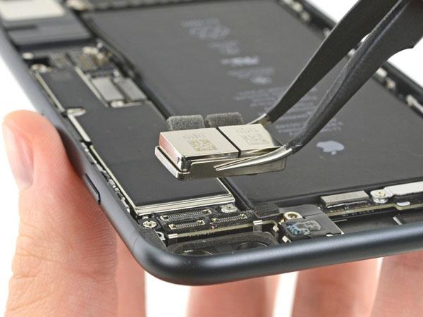 iPhone 7 Plus – Thay thế máy ảnh mặt sau