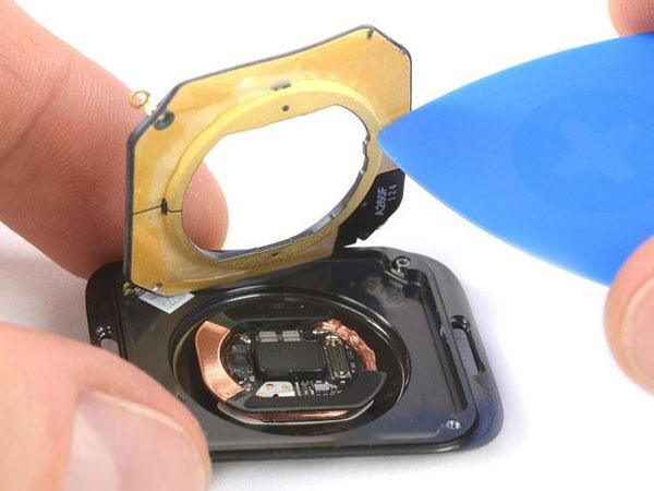Thay vỏ Apple Watch 4 – Các bước cần chuẩn bị, hướng dẫn và tư vấn nơi sửa uy tín
