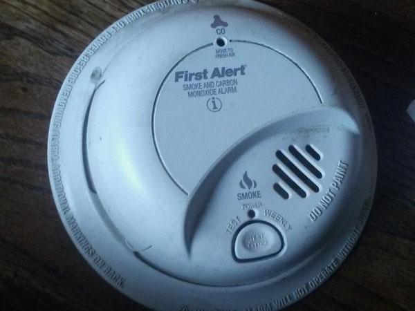 Báo động khói và carbon monoxide đời đầu tiên – Hướng dẫn tháo lắp