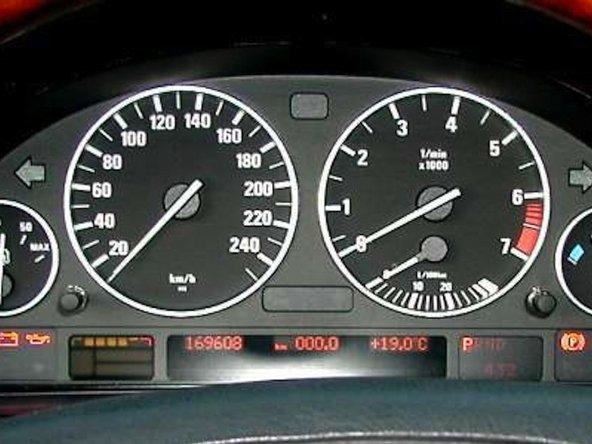 Cách kiểm tra Điện áp Pin trong BMW E38 E39 X5 E46 của bạn bằng tính năng tự kiểm tra Cụm công cụ BMW