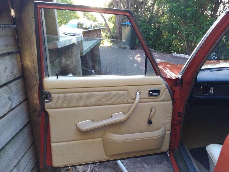 1976 Thay thế bộ điều chỉnh cửa sổ Mercedes-Benz 230.6